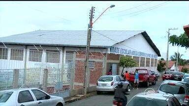 Funcionários de unidade escolar em Teresina estão com salários atrasados - Funcionários de unidade escolar em Teresina estão com salários atrasados