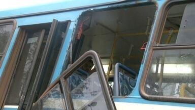 Acidente na BR-070 deixa 5km de trânsito no DF - Pelo menos 18 pessoas ficaram feridas em um acidente de ônibus na BR-070. Motoristas e moradores afirmam que quase todo dia acontece um acidente no local.