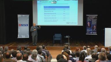 Encontro no Recife discute impacto de medidas do governo federal nos setores produtivos - Economista e ex-ministro da Fazenda Maílson da Nóbrega foi o primeiro a conversar com os empresários pernambucanos.
