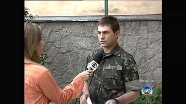 Serviço Militar convoca jovens para alistamento - Jovens que vão completar 18 anos devem fazer o alistamento militar em 2015.