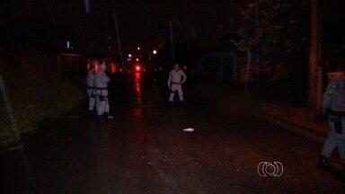 Homem é morto a tiros no bairro Santa Rita II, em Goiânia - Rapaz de 28 anos foi baleado no peito e na perna.
