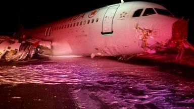 Avião derrapa em trem de pouso no Canadá - Um Airbus 320 derrapou na pista durante o pouso no Aeroporto de Halifax, no Leste do país. O bico e a asa direita do avião ficaram muito danificados. Vinte e cinco passageiros e dois tripulantes tiveram ferimentos leves.
