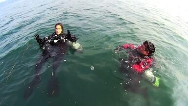 Carol Barcellos descobre a China submersa em mergulhos de tirar o fôlego - Repórter mergulho em uma cidade proibida, em uma caverna e na parte submersa da Muralha da China.