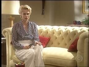 Léia assiste entrevista de Marcos e descobre que Bruno está vivo - A ex-mulher do Rei do Gado fica angustiada com a notícia