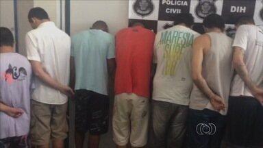 Polícia prende 14 pessoas suspeitas de assassinatos, em Goiânia - Os crimes aconteceram nos bairros Goiá e Floresta.