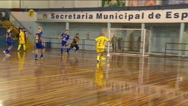 Campeões de Coritiba de 1985 e do Atlético de 2001 se unem em quadra - Comandados por Macaris do Livramento e Rosilete dos Santos, os jogadores uniram forças para adoçar a páscoa de quem precisa