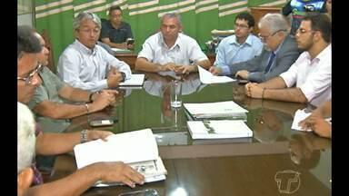 Catadores reúnem com representantes da prefeitura para firmar acordo - Em protesto, eles bloquearam rodovia
