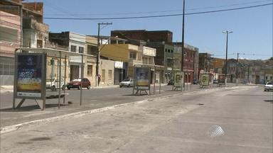 Moradores da Ribeira estão sem transporte coletivo após ônibus serem incendiados - Os rodoviários decidiram parar de circular depois que um ônibus da empresa Praia Grande foi queimado em um protesto.