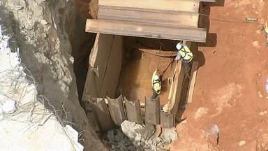 Falta de água atinge dezenas de bairros de Salvador após rompimento de adutora da Embasa - A principal adutora de abastecimento da cidade foi rompida há três dias, durante as obras da estação de metrô de Pirajá.
