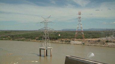 Lago de Sobradinho está funcionando com apenas 19% da capacidade - Além de sofrerem com a seca, os moradores das região correm o risco de ficar sem energia elétrica.