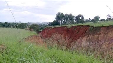 Comunidade sofre com erosão em Planaltina de Goiás - Moradores de uma comunidade de Planaltina de Goiás, vivem com medo de serem engolidos pela cratera que só aumenta.