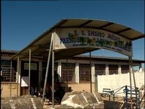 Escolas estaduais estão sem professores - Pelo menos duas escolas da região estão sem professores