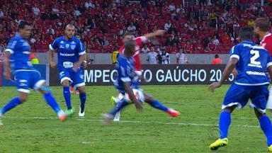 Inter tem dois pênaltis a favor em jogo contra Cruzeiro-RS - Assista ao vídeo.