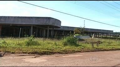 Obras de unidades de saúde estão paradas no sul e leste de Goiás - Em Águas Lindas de Goiás, por exemplo, a construção de um hospital está parada há sete anos.