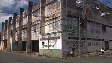 Mercado Municipal de Ponta Grossa está abandonado - Local virou ponto de drogas para usuários e traficantes.