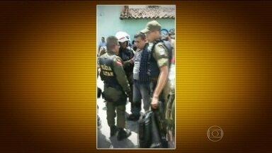 Policial assalta Correios de Ananindeua (PA) - O criminoso resistiu e atirou contra os policiais. Teve perseguição e troca de tiros pela cidade. O soldado da PM foi filmado e preso em flagrante.