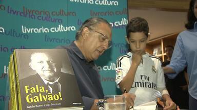 """Galvão Bueno lança livro em Salvador - Veja como foi o lançamento de """"Fala, Galvão!""""."""