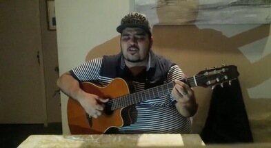 Exclusivo na Web: Mário Soul solta a voz para os internautas - Cantor cearense canta medley com músicas de Caetano Veloso, Hyldon e Tim Maia.