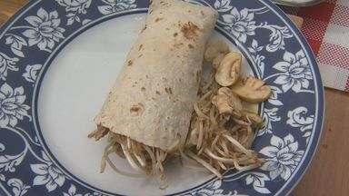 """'Prato Feito' ensina sanduíche com carne de cordeiro com broto de feijão e cogumelos - No """"Prato Feito"""" desta quinta-feira (9), Kassab ensina um sanduíche com carne de cordeiro com broto de feijão e cogumelos."""