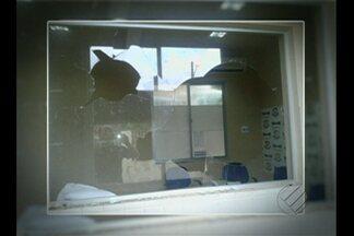 Delegacia de São João de Pirabas foi alvo de depredação - Prédio foi vandalizado na última quarta-feira (9) depois que um mototaxista morreu atingido por uma caçamba.