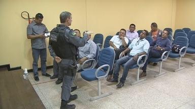 Representantes de bairros de Macapá e PM discutem combate a violência - Representantes de 28 bairros da capital se reuniram com a polícia militar para discutir medidas de segurança para tentar combater a criminalidade. A instalação de bases policiais em áreas com maior índice de violência é uma das alternativas.