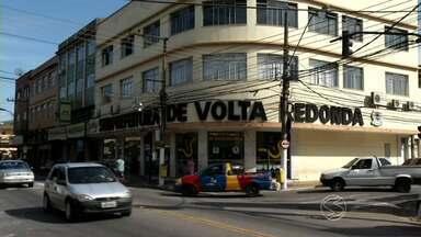 Administração municipal de Volta Redonda, RJ, ainda não sofreu alteração - Atendimento à população nas repartições públicas continuam funcionando normalmente; na terça-feira (7), o mandato do prefeito Antônio Francisco Neto foi cassado.