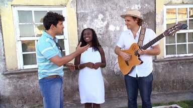A cantora Nara Couto solta a voz e bate um papo com Timbó - Ela convida o público para curtir o show Outras Áfricas