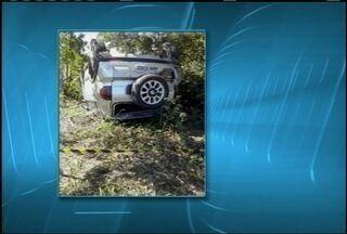 Uma pessoa morre em acidente na MG-401 em Jaíba - Segundo a polícia, o motorista de um carro teria batido na traseira de outro veículo, que bateu em uma árvore e capotou.