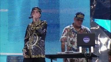 MC Guimê se apresenta no programa Altas Horas - Cantor interpreta a sua nova canção 'Eu vim pra ficar'