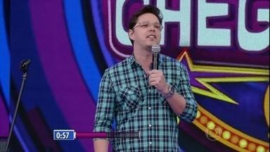 Bruno Romano faz seu número de comédia; confira - Assista à apresentaçãodo humoristano palco do programa