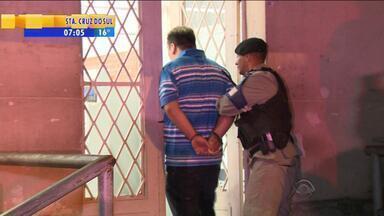 Cinco homens são presos em festa em Porto Alegre - Suspeitos estavam em uma festa na Zona Leste de Porto Alegre. Um deles é investigado pela morte do traficante Xandi no início do ano.