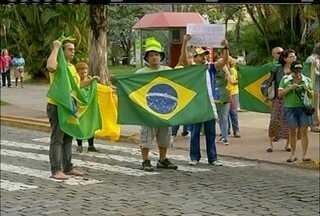 Moradores se reuniram nas cidades do interior em manifestações contra o governo Dilma - Protestos foram pacíficos.