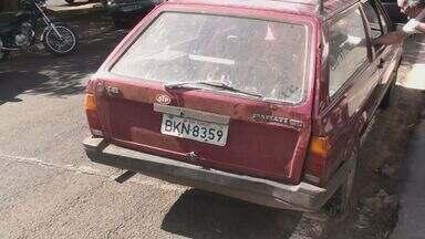 Grupo usa carro em São Carlos para arrombar perfumaria de importados - Grupo usa carro em São Carlos para arrombar perfumaria de importados