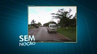 Motorista é flagrado na contra-mão - Um telespectador flagrou um motorista de uma caminhonete, aparentemente perdido, na contra-mão. Confira.