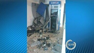 Criminosos explodem caixas eletrônicos na rodoviária de Queluz - Crime aconteceu na madrugada desta segunda-feira (13).