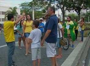 Mobilizações contra a corrupção e o governo reúnem grupos em Caruaru - Integrantes da Maçonaria participaram de ato na manhã deste domingo (12). Durante a tarde, 'Movimento Brasil Livre - Pernambuco' também se mobilizou.