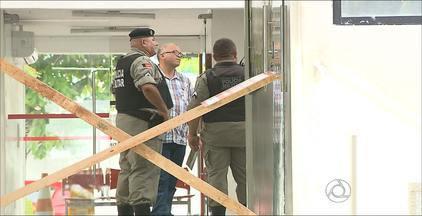 Bandidos atacaram caixa eletrônico da sede da Emlur em João Pessoa - Roubo começou às 20h do domingo e só terminou na madrugada de hoje.