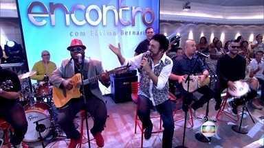 Luiz Ayrão abre o programa com 'Ciúme De Você' - Cantor solta a voz com antigo sucesso no palco do Encontro