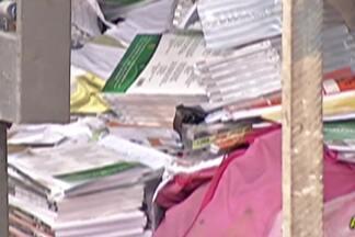 MP de Ferraz deve receber esclarecimento sobre o descarte de livros em Suzano - Os materiais didáticos foram encontrados em um ferro-velho. O Ministério Público vai investigar se houve improbidade administrativa ou desvio de recursos públicos, por parte da Diretoria de Ensino de Suzano.