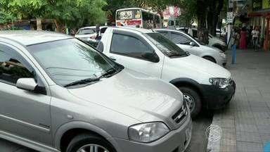 Motoristas reclamam da cobrança do estacionamento rotativo em Barra do Piraí, RJ - Segundo eles, não existe um tempo máximo de tolerância para parar sem pagar; outra reclamação é com valor da hora.