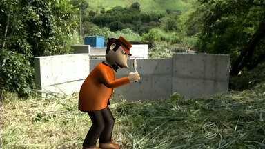 Zé do Bairro confere reclamação de moradores de Pinheiral, RJ - Quem vive no Goiabal, quer que uma ponte seja construída sobre um ribeirão para facilitar acesso ao bairro.