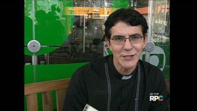 """Padre Reginaldo Manzotti celebra missa e faz show na Expo Londrina - A celebração será às 19 horas no Palco 2. Em seguida, o padre apresenta o show de evangelização pela música """"O Amor Restaura""""."""
