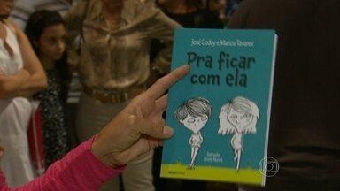 Livro 'Pra ficar com ela' é lançado no Rio - O livro de José Godoy e Marisa Tavares foi lançado no último domingo (19), no Rio de Janeiro. A obra infanto-juvenil fala da descoberta do amor na pré-adolescência.