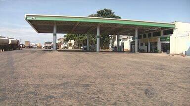 Frentista é baleado em roubo a posto de combustíveis em Paulínia - Assalto ocorreu na noite de sábado e R$ 500 foram levados.