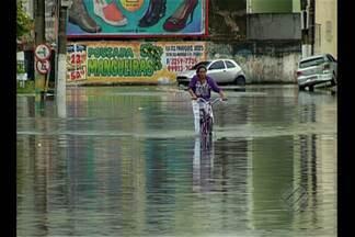 Forte chuva em Belém deixa ruas alagadas neste domingo - Forte chuva em Belém deixa ruas alagadas neste domingo