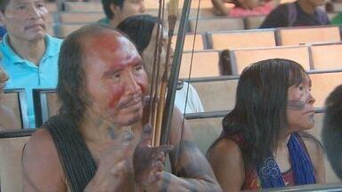 Em Macapá, fórum indígena discutiu uso da medicina tradicional e saúde dos índios - O fórum indígena estadual, realizado no Museu Sacaca, encerrou neste domingo (19), no Dia do Índio. O atendimento à saúde esteve no centro das atenções.