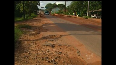 Crateras na rodovia Curuá-Una causam acidentes - Moradores estão preocupados e reclamam da situação.
