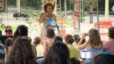 """Fim de semana teve teatro em São José - Companhia """"Emcena Brasil"""" fez apresentações teatrais no Parque da Cidade."""