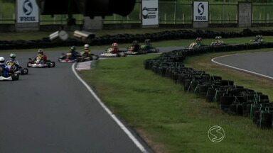 2ª etapa do Campeonato Estadual de Kart Rio Sul é realizada em Volta Redonda, RJ - Provas nas categorias amador e profissional foram disputadas no sentido anti-horário; mudança agradou pilotos e trouxe mais adrenalina à competição.