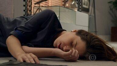 Nathalia Dill mostra bastidores do acidente de Laura em Alto Astral - Dublê conta como é feita a cena de acidente na escada